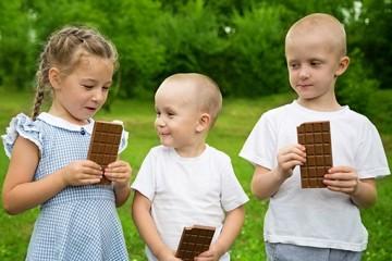 Schokoladen-Wettessen — ein cooles Spiel zum Kindergeburtstag