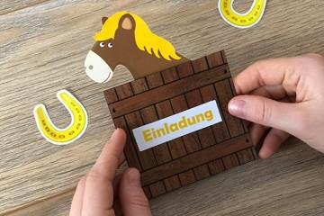 Ausgefallene Einladungskarten</br> für Pferdeparty