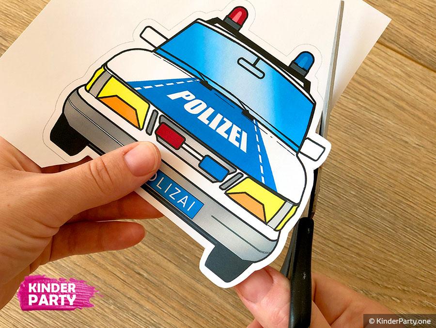 Die Karte in Form eines Polizeiautos basteln
