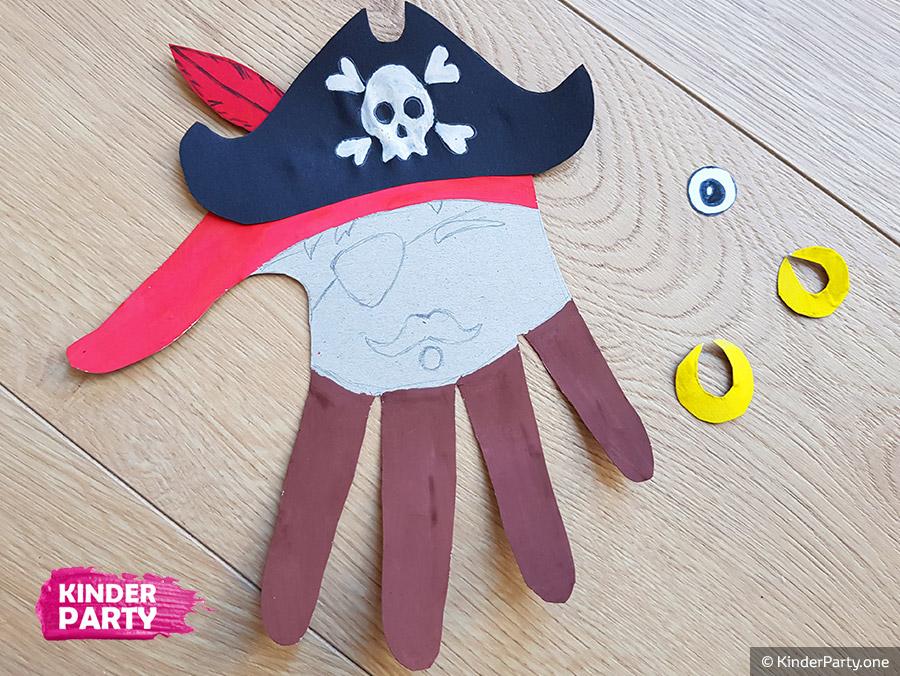 Piratenhut ausschneiden