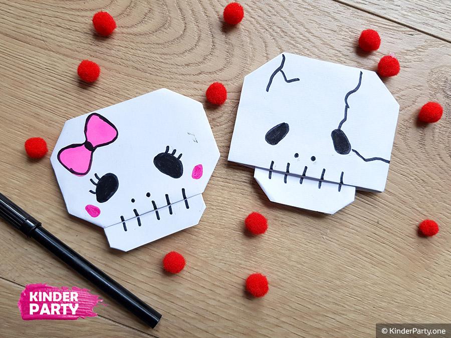 Deko zur Halloween basteln - Schädel aus Papier