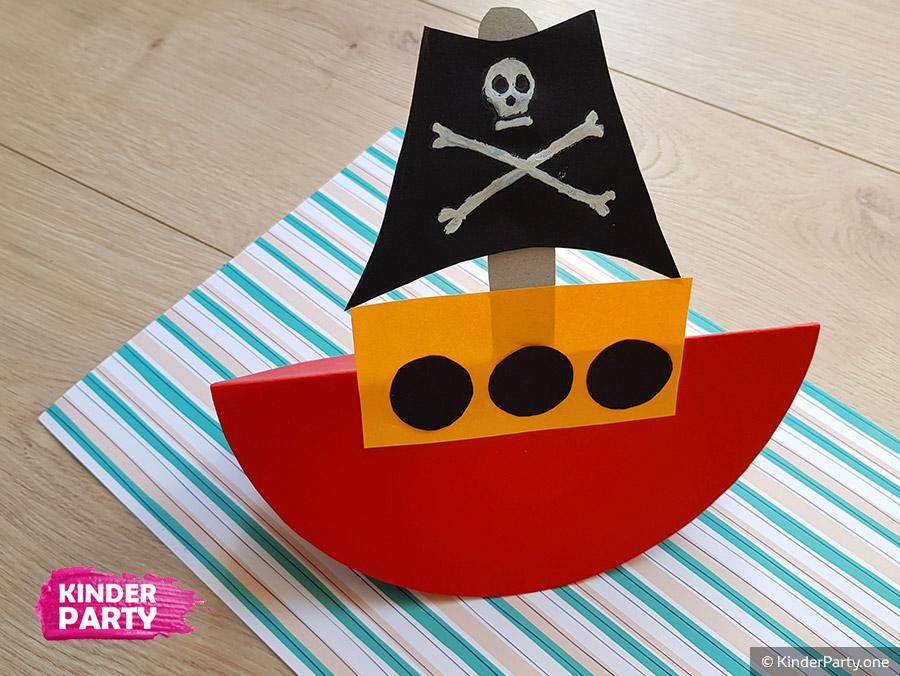 wir gestalten Piratenschiff aus Karton